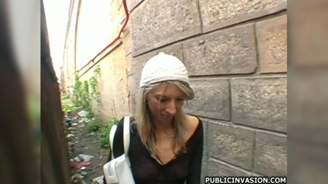 http://img3.24video.in/1597/1597241/thumb640_3/public_invasion_lunchtime_lovers_w-640_h-360_4.jpg